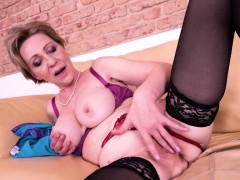 europemature-solo-masturbation-milena-fingering