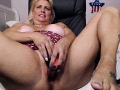 Mature Blonde Fat Booty camChick Masturbates on Webcam