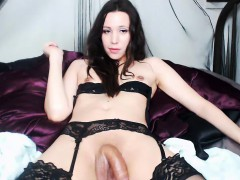 unforgettable-tranny-with-small-tits-in-stockings