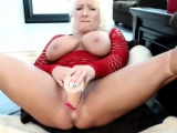 Sexy Milf Toying Her Sweet Hole