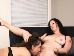 milf peaches and trixie lesbo passion