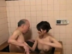 aamazing-asian-amateur-takes-a-shower
