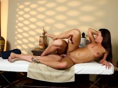 massage-amateur-pounded-by-masseur-on-table