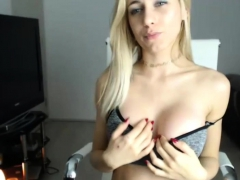 gorgeus-busty-blonde-is-masturbating-gently