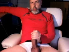 amateur-horny-bear-plays-with-big-cock-on-cam