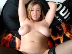 super-hot-milf-masturbating-her-vagina