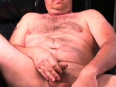 mature-amateur-chris-jacks-off