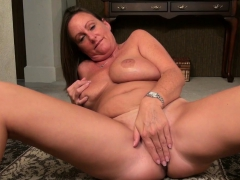 american-milf-brandi-needs-a-good-rub-down
