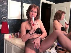 american-milf-justine-pleasures-her-hairy-pussy