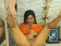 horny-shemale-sucks-and-masturbate-her-hard-cock