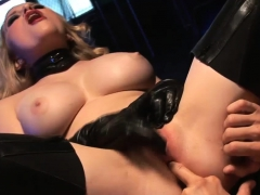Lovely Babe Knows How To Use A Dick