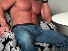 muscle-bodybuilder-dildo-and-cumshot