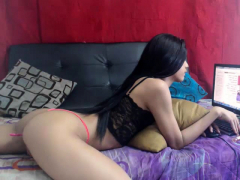 hot-amateur-girl-masturbate-on-webcam