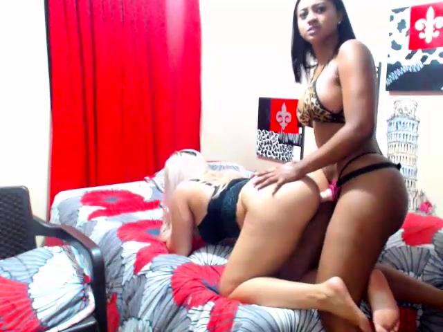 Amateur Lesbian Couple Strapon