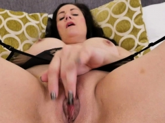 british-housewife-leia-goes-wild