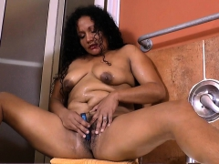 latina-bbw-milf-sandra-needs-to-get-off-in-bath