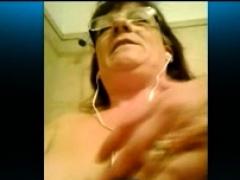 ladieserotic-homemade-liveshow-granny-masturbation