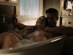 judy greer shows her wet tits in the tub