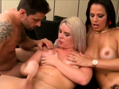 trannies-in-threeway-jizz