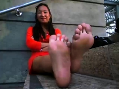 chinese hot foot in public