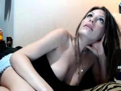 amateur-ginetta-21-flashing-boobs-on-live-webcam