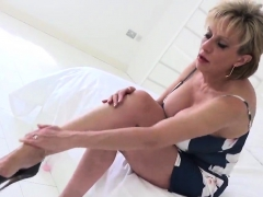 cheating uk mature gill ellis flashes her giant boobs28ieo
