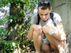 amateur-hottie-fucked-outdoor-in-public