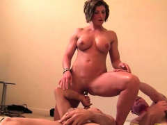 female-muscle-porn-star-masturbates-while-being-worshipped