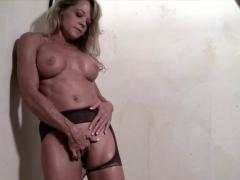 mature-blonde-bodybuilder-rips-through-her-pantyhose