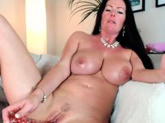 big-boobs-milf-showing-her-goods