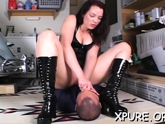 Gracious Honey Dominates A Boy By Sitting On His Face