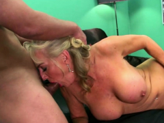 blonde-gilf-screwed