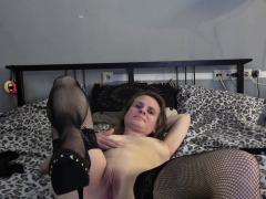 Butterface webcam slut toying her cunt