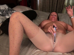 florida-milf-anna-moore-loves-taking-a-hot-shower