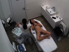 voyeur-hidden-camera-in-woman
