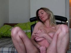 astonishing-girlfriend-records-herself-while-masturbating