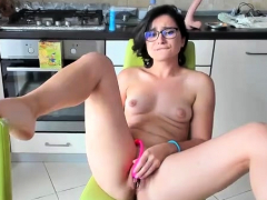 cate-hot-babe-fingering-and-toying