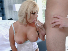 logan-dig-his-gold-digger-stepmoms-mouth