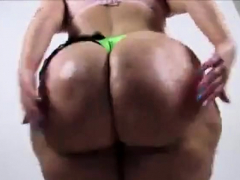 phat-white-booty-clapping