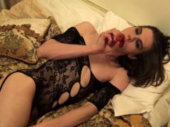 Lingerie tgirl debutante dildoing her hole