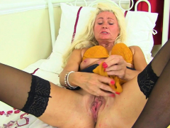 british-mature-ellen-stuffs-her-fanny-with-orange-knickers