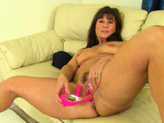 fitness-milf-nicole-dupapillon-gives-fanny-flaps-a-workout