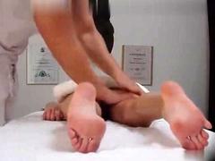 body-massage-in-an-asian-massage-parlor