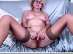 amateur-mature-masturbation-in-black-stockings