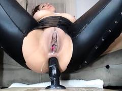 slut-luna-latin-fingering-herself-on-live-webcam
