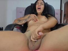 Cute Shemale Brunette Cums on Webcam