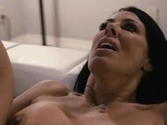 reagan-fucks-her-trans-roommate-natalie