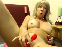 mature-seduces-live-and-she-is-hot