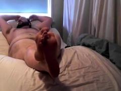 bear-shows-feet-on-webcam