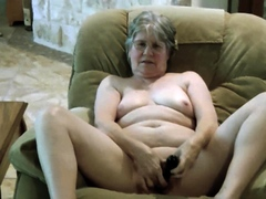 mature-bbw-toys-with-her-pussy